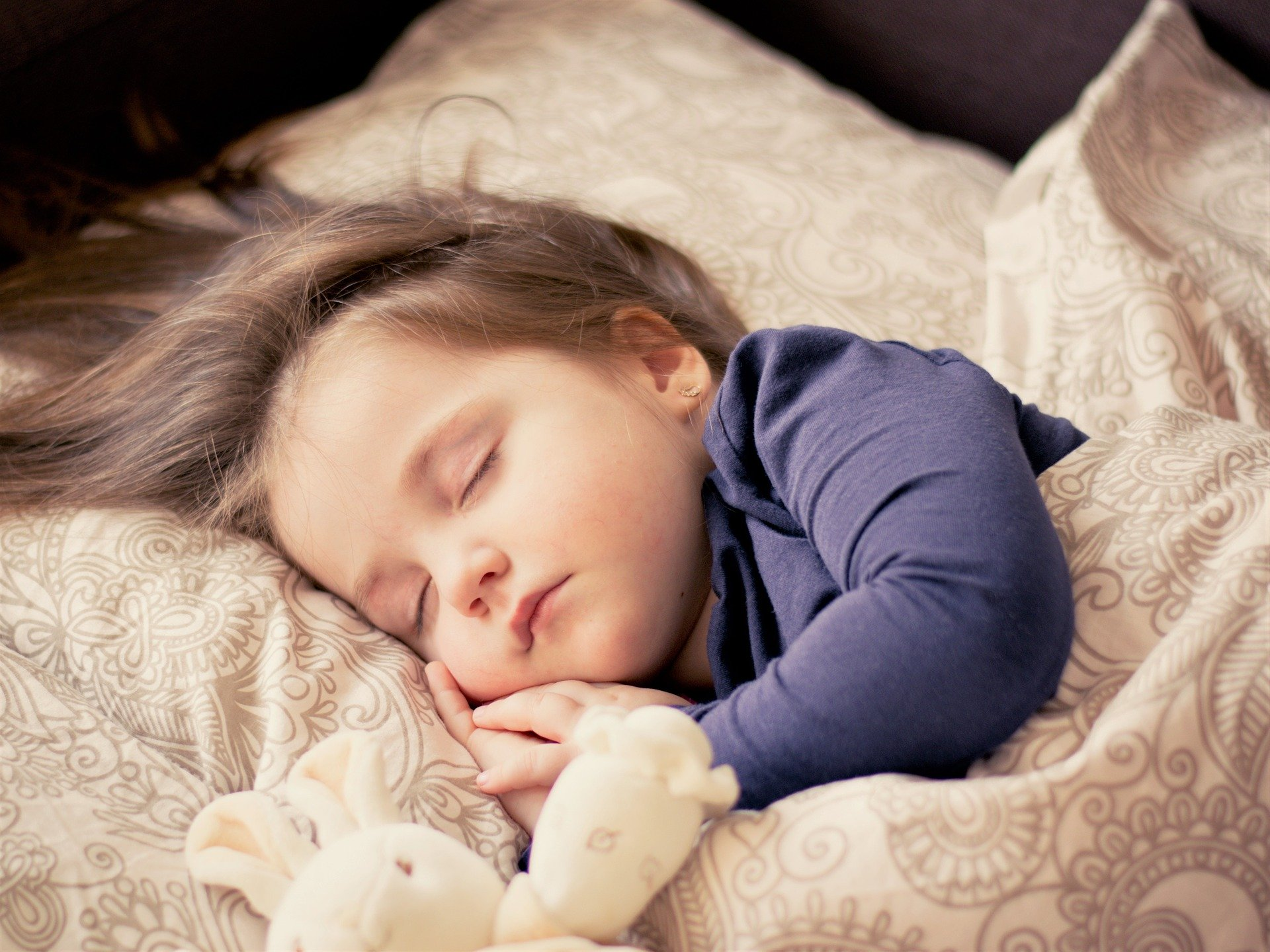 Co-Sleeping With A Toddler: Experts And A Parent's Pros and Cons